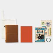 トラベラーズノート パスポートサイズ 2018 月間 キャメル